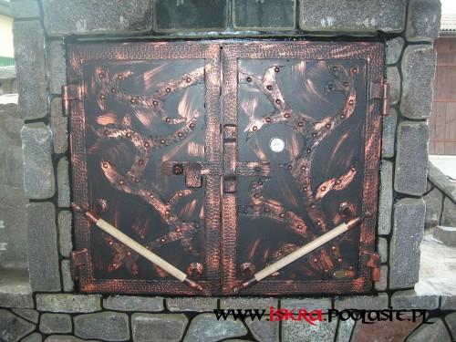 Metalowe drzwiczki