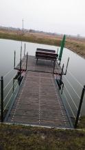 Metalowy pływający pomost