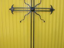 Metalowy krzyż