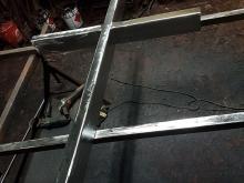 Metalowy krzyż na kapliczkę R-118